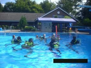 spiel und spassnachmittag fackelschwimmen aug2014 1 20140823 1103596958